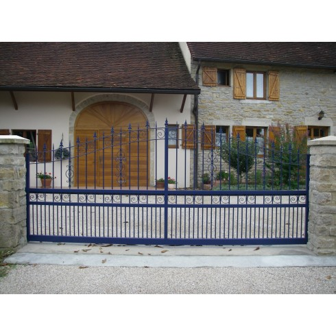 Portail coulissant fer forg cassis 4m bleu for Portail coulissant 4m avec portillon